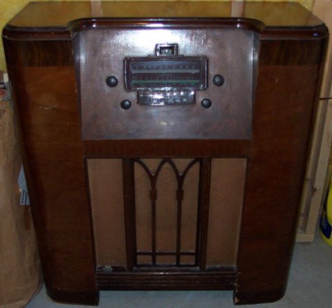 Delco Upright Radio